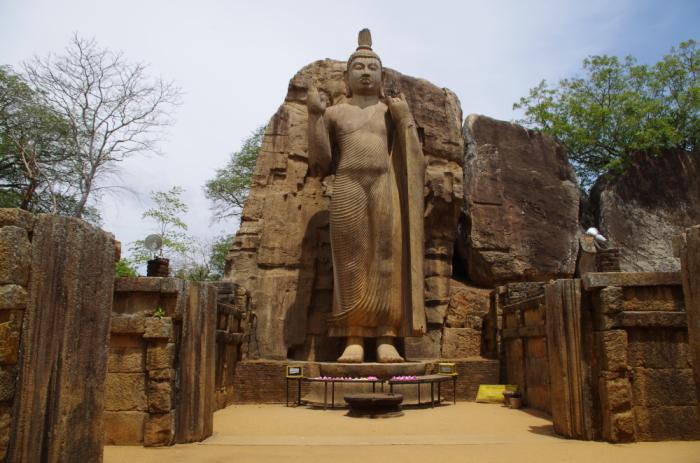 Buddha Statue in Aukana