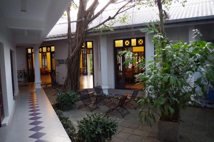 Hotel Priyankara Tissa Innenhof