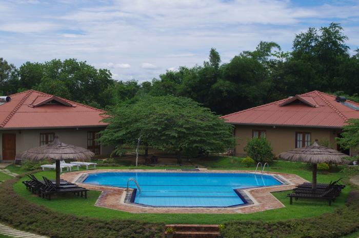 Hotel Hibiscus Garden, Tissa, Garten mit Pool